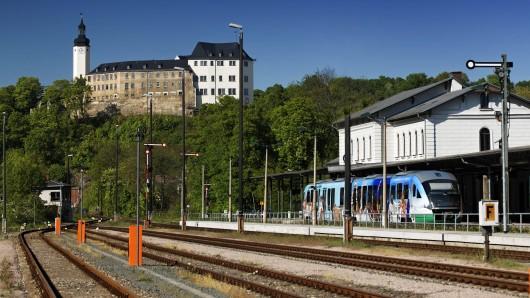 Am Bahnhof in Greiz soll ein Mann eine Jugendliche belästigt haben. (Archivfoto)