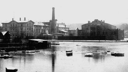 Diese Archivaufnahme zeigt die Überschwemmung an der Weißen Elster in Gera im Februar 1909.