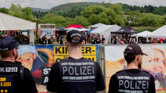 Die Neonazi-Szene hat in Thüringen eine Hochburg für ihre Rechtsrock-Konzerte. Die Einsätze der Polizei kosten jede Menge Geld.