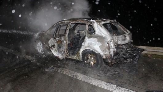Auf der A9 ist am Sonntagabend (28.10.2018) ein Auto bei Rodaborn ausgebrannt.