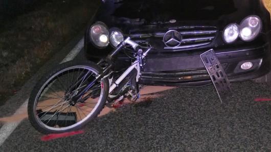 Auf der B80 im Eichsfeld hat ein Auto bei Marth am Donnerstag (15.11.2018) einen Radfahrer erfasst.