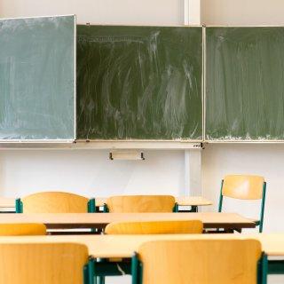 In einer Grundschule in Ostthüringen findet nur noch an vier von fünf Tagen in der Woche Unterricht statt. (Symbolbild)