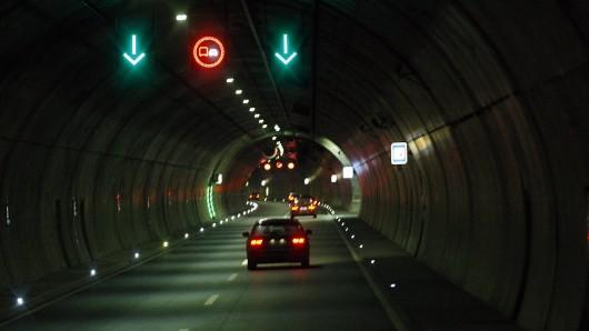 In Thüringen ist es vor einem Tunnel auf der A71 zu einem tödlichen Unfall gekommen.