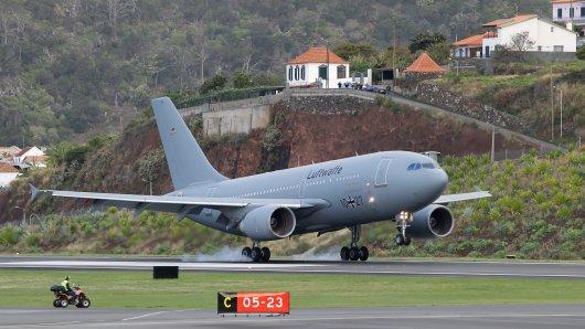 Ein Sonderflugzeug der Bundeswehr hat die Verletzten am Samstag von Madeira zurück nach Deutschland geflogen.
