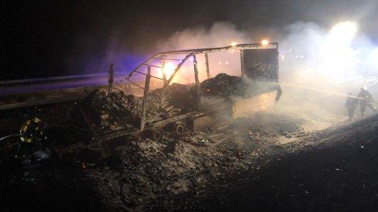 Die A38 in Thüringen ist nach einem Lkw-Brand auch noch am Donnerstagmorgen gesperrt gewesen.