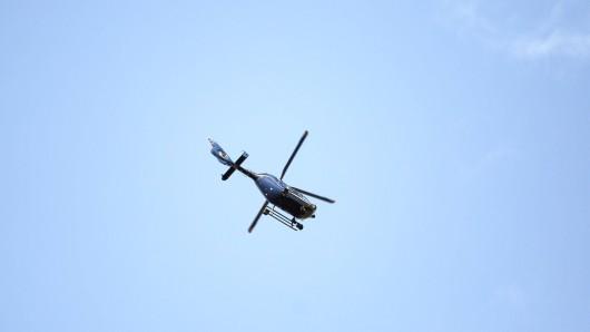Die Polizei suchte mit einem Hubschrauber nach dem Vermissten. (Symbolbild)