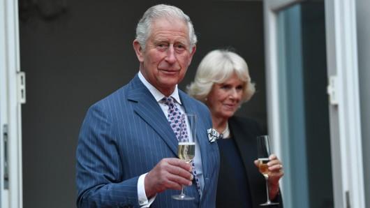 Prinz Charles (70) befindet sich mit seiner Frau Camilla auf Deutschlandreise. Am Mittwoch besuchen die Royals Leipzig. Ihr Interesse gilt aber auch einem Haus in Thüringen.