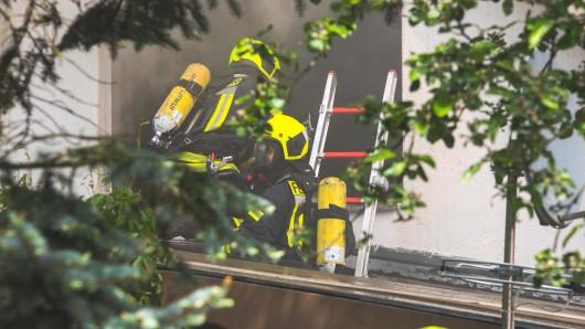 Ein Brand in einem Haus in Gera hat am Donnerstag (23.05.2019) zu einem großen Einsatz der Feuerwehr geführt.