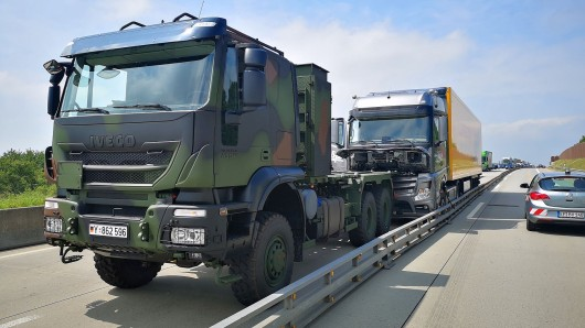 Auf der A4 bei Gera hat am Mittwoch (12.06.2019) ein Lastwagen der Bundeswehr einen außer Kontrolle geratenen Lkw ausgebremst.