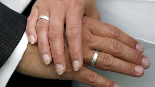 Das Brautpaar hat sich die Hochzeit in Thüringen wohl etwas anders vorgestellt.