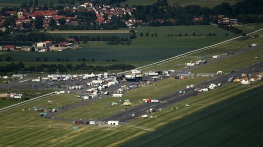Auf dem BMW-Treffen Asphaltfieber auf dem Flugplatz in Obermehler sollen sich schreckliche Szenen abgespielt haben. Der Veranstalter erklärt sie jedoch mit einem Missverständnis.
