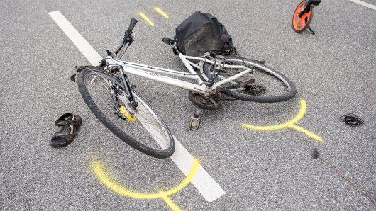 Ein Fahrradfahrer ist bei einem Unfall schwer verletzt worden. (Symbolbild)