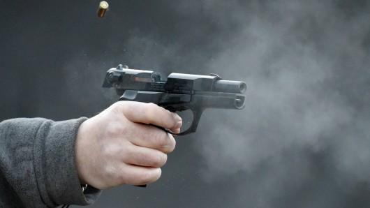 Zwei Männer haben in Thüringen um sich geschossen.
