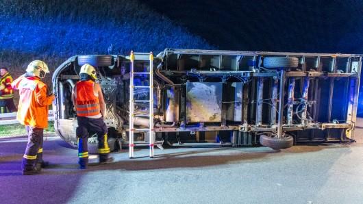 In Thüringen ist am Mittwochabend ein Lkw umgekippt. Doch das war noch nicht alles.