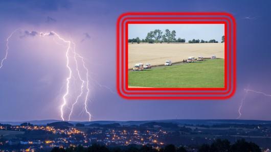Bei einem Gewitter in Thüringen ist ein Blitz in eine Gruppe Menschen eingeschlagen.