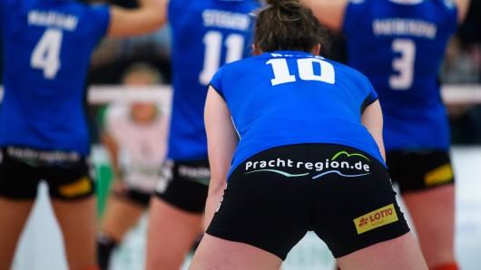 Der Landkreis Schmalkalden-Meiningen in Thüringen hat für die Werbung auf den Sporthosen eines Volleyballteams schon mächtig Ärger bekommen. Doch jetzt das...