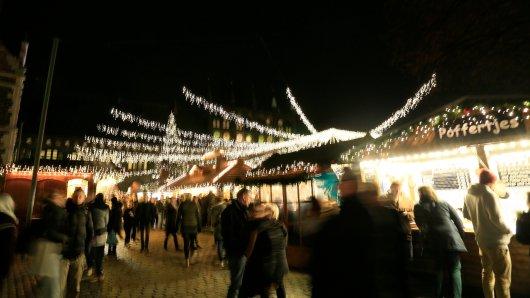 Ein Mann hat auf einem Weihnachtsmarkt in Thüringen randaliert. Dann wollte er fliehen... (Symbolbild)