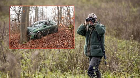 Bei einem Streifzug durch ein Waldstück in Thüringen entdeckten Jäger einen alleingelassenen Wagen.