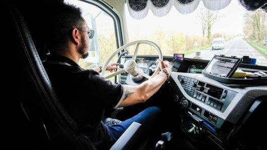 In Thüringen wurde ein Lkw-Fahrer von einem Autofahrer bedroht (Symbolbild)