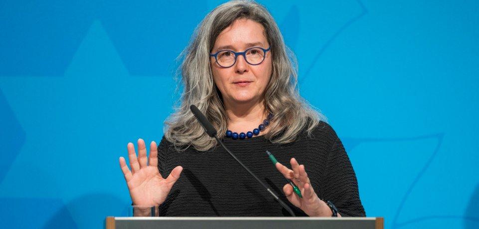 Thüringens Gesundheitsministerin Heike Werner glaubt nicht, dass bis Ende des Jahres ein Ende der Maskenpflicht in Sicht ist. (Archivbild)