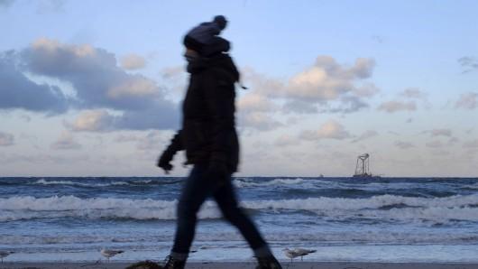 Eine Frau aus Thüringen hat Urlaub an der Ostsee gemacht. Doch ein Strandspaziergang wurde ihr fast zum Verhängnis. (Symbolbild)