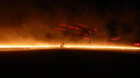 Tausende Fackeln haben den Flugplatz in Gera erleuchtet. Dahinter steckt eine rührende Aktion!
