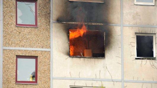 In einem Wohnhaus in Grimma bei Leipzig ist ein Feuer ausgebrochen. Die Folgen sind verheerend! (Symbolbild)