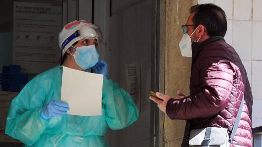 Coronavirus: Eine Krankenschwester erhält einen bösen Brief ihrer Nachbarn. (Symbolbild)