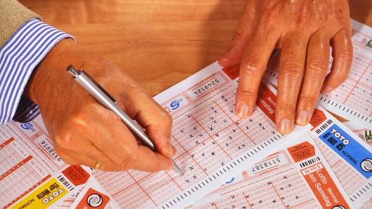 Ein Mann knackte den Lotto-Jackpot – und reagierte unerwartet. (Symbolfoto)