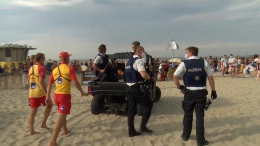 In Belgien hat es am Strand eine Massenschlägerei gegeben.