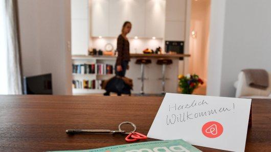 Einem Vermieter ist wegen Airbnb der Kragen geplatzt. (Symbolbild)