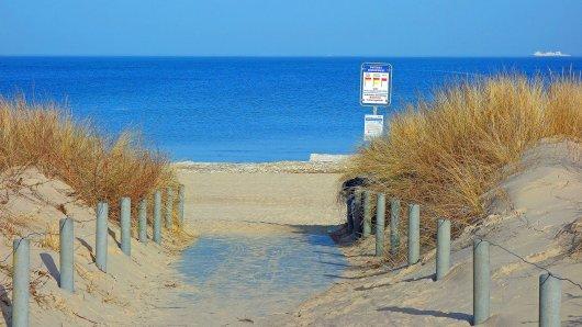 Urlaub: Ein Plakat auf einer Insel sorgt an der Ostsee derzeit für Aufruhr. (Symbolbild)