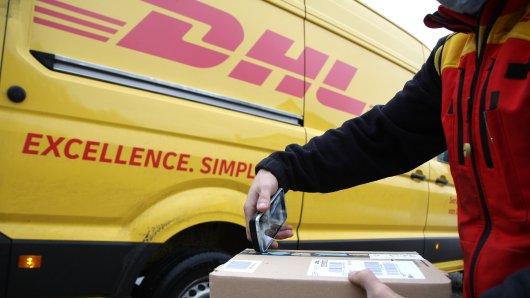 Große Änderung bei DHL! Der Paketdienst hat große Pläne. Doch was bedeutet das für die Kunden? (Symbolbild)