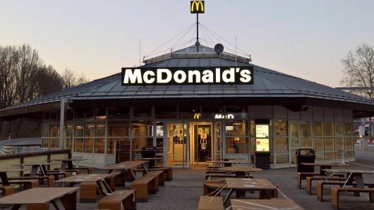 Eine McDonald's-Kundin war mit ihrem Burger überhaupt nicht zufrieden.