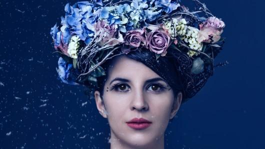Annika Bosch Quartett, Cayoux, Nica l`Hiver: Die Künstlerin Annika Bosch ist vielseitig, das zeigen schon ihre vielen Projekte. Leitmotiv der Weimarerin ist der Winter, glasklar wie ihre Stimme.