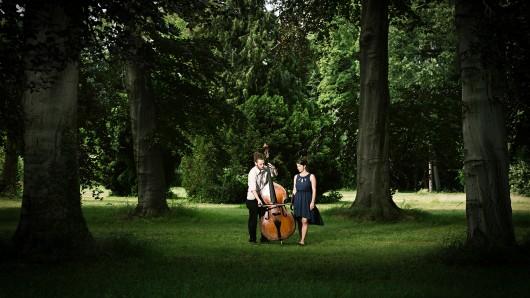 Das Duo Cayoux aus Weimar sind Annika Bosch (Gesang) und Marcel Siegel (Kontrabass).