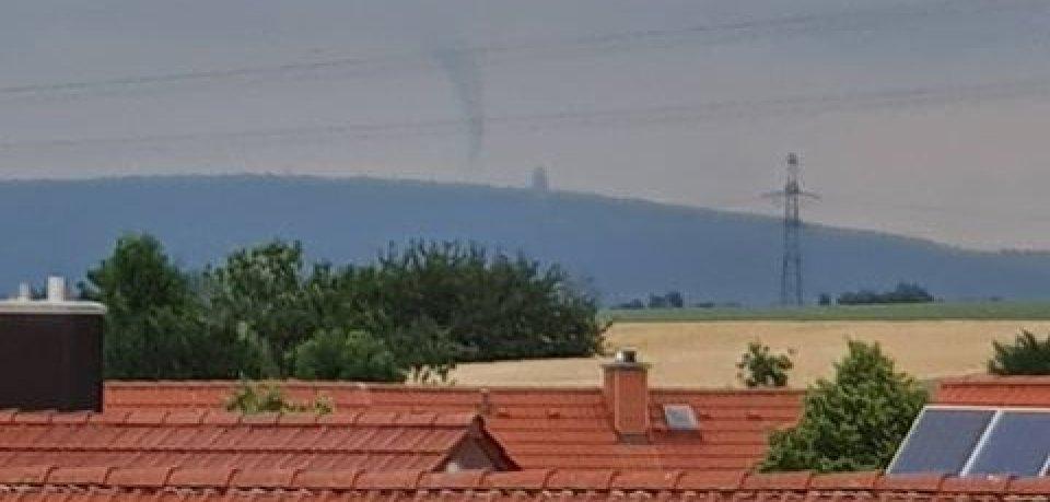 Am Sonntag (16.06.2019) war eine Trichterwolke bei Weimar zu sehen. War es ein Tornado?