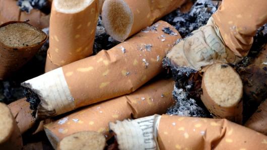 Das Bußgeld für Zigarettenstummel ist teuer.