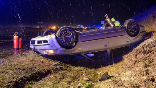 Bei Schneeregen überschlug sich ein Skoda mehrfach auf der A4.