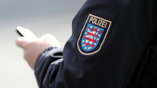 Ein Polizist aus Weimar soll Dienstgeheimnisse verraten und dafür eine spezielle Gegenleistung verlangt haben. Nun wird ihm der Prozess gemacht. (Symbolbild)