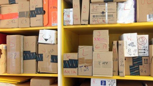 Eine Frau aus Weimar wollte in einem Paketshop ihr Päckchen abholen. Doch vor Ort erlebte sie eine böse Überraschung. (Symbolbild)