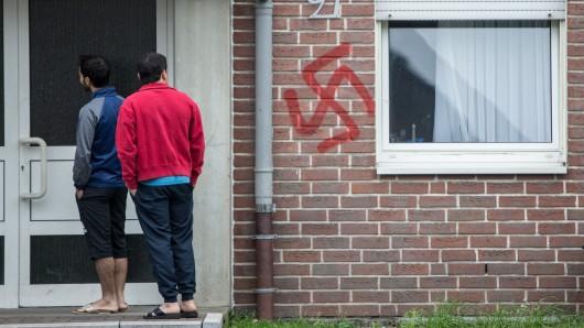 In Thüringen sind in mehr als 30 Fällen Flüchtlinge und ihre Unterkünfte von Ausländerfeinden angegriffen worden. (Symbolfoto)