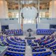 Regulär besteht der Deutsche Bundestag aus 598 Abgeordneten. Durch Ausgleichs- und Überhangmandate kann seine Sitzanzahl aber anwachsen.