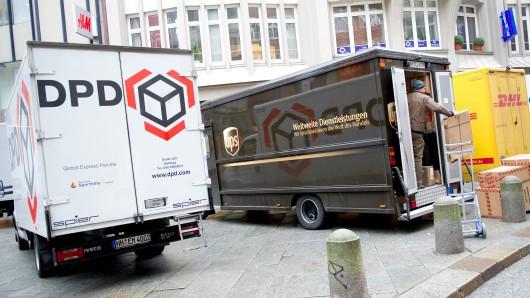 Der Zoll hat Paketzusteller in Thüringen und ihre Löhne unter die Lupe genommen. (Symbolbild)