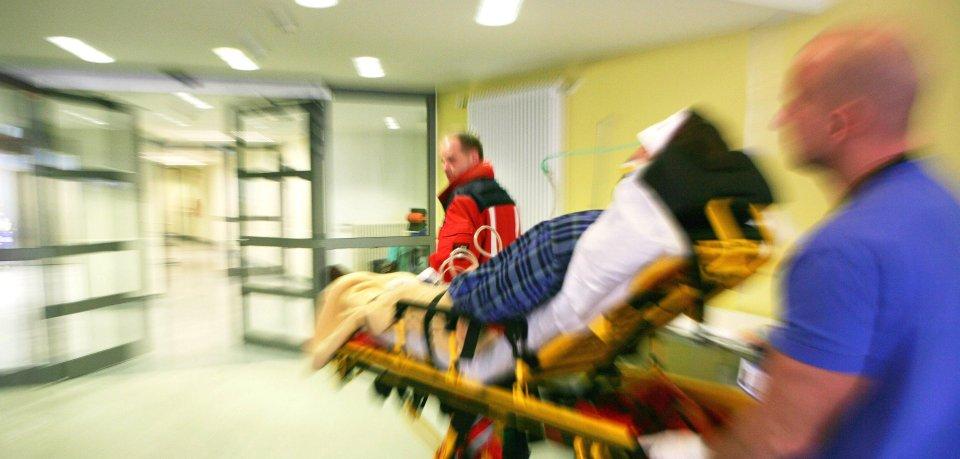 Die Frau musste in ein Krankenhaus in Erfurt gebracht werden. (Symbolbild)