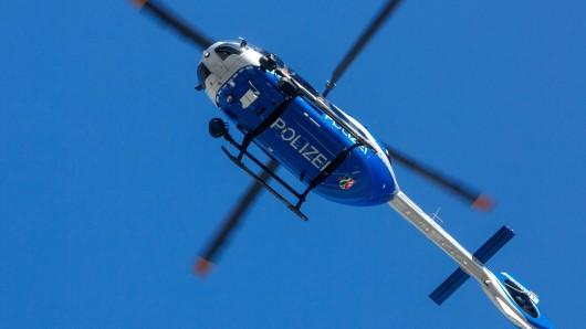 Die Polizei setzte eine Hubschrauber zur Suche ein. (Symbolbild)