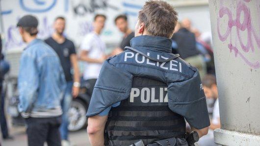 Ein Hauptverdächtiger beim Übergriff auf eine Frau auf dem Weimarer Zwiebelmarkt soll bereits wegen früherer Straftaten aufgefallen sein. Der Mann sei nach Erkenntnissen der Ermittler Ende Juni 2016 aus der Haft entlassen worden und auf Bewährung frei. (Symbolfoto)