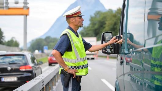 Bei der Einreise aus Österreich sind drei Männer aus Thüringen von der Polizei gestoppt worden. (Symbolfoto)