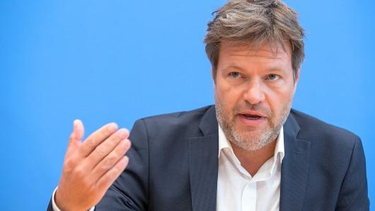Grünen-Vorsitzender Robert Habeck hat mit seiner Äußerung über Thüringen für Aufregung gesorgt. Die Landespolitik reagiert gelassen, er selbst zieht einen unerwarteten Schluss. (Archivfoto)