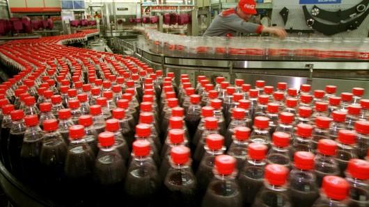 Bei Coca-Cola wird gestreikt, auch am Standort Weimar in Thüringen.